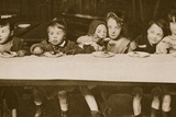 Slum Children Eating a Meal Given by a Social Charity Reproduction photographique