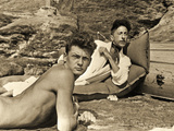 Jean Marais and Jean Cocteau on the Beach in Pramousquier, France, 1938 Fotografiskt tryck