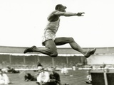 Jesse Owens in Action at the Long Jump During the Berlin Olympics, 1936 Lámina fotográfica