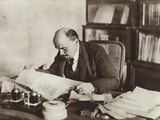 Lenin in His Study in the Kremlin, Moscow, October 1918 Stampa fotografica