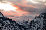 Snowy Peaks in the Teton Range under Clouds Reflecting Sunset Colors Fotografisk trykk av Robbie George