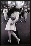 Kissing on VJ Day Posters