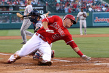 Jun 24, 2014, Minnesota Twins vs Los Angeles Angels of Anaheim - Mike Trout, Kurt Suzuki Fotografisk tryk af Stephen Dunn