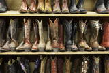 Cowboy Boots Lining the Shelves, Austin, Texas, United States of America, North America Fotografisk tryk af  Gavin