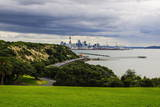 View from the Michael Joseph Savage Memorial at the Tamaki Drive over the Skyline of Auckland Impressão fotográfica por  Michael