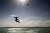Kite Surfing on Red Sea Coast of Egypt, North Africa, Africa Papier Photo par  Louise