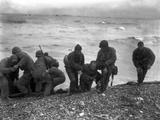 American Soldiers Help Others Whose Landing Craft Was Sunk Off Utah Beach on D-Day Fotografía