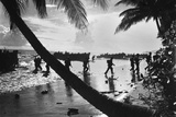 American Troops of the 160th Infantry Regiment During Amphibious Landing Training on Guadalcanal Fotografía