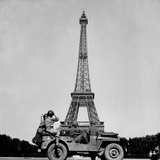 Soldiers of the 4th U.S. Infantry Division Look at the Eiffel Tower in Paris Photo