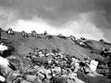5th Division Marines Crawl Up a Slope on Red Beach No. 1 Toward Mt. Suribachi on Iwo Jima Fotografía