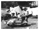 Jeune Couple en Camping, 1960 Póster por Charles Delius