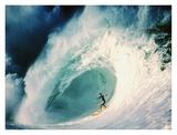 Surfeur sur la crête d'une vague Posters par Rick Doyle