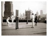 Une Partie de Deck - Tennis Sur la Terrasse Du Toit de L'Hotel Delmonico de New York, 1925 Poster af Charles Delius