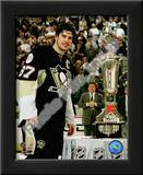 Sidney Crosby with the 2007-08 Prince of Wales Trophy Art