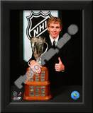 Patrick Kane with the 2008 Calder Memorial Trophy Art