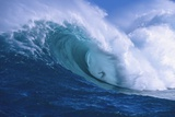 Surfer Shooting the Curl of Jaws at Peahi on Maui Fotoprint van Ron Dahlquist