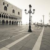The Piazza I Giclée-tryk af Joseph Eta