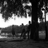 Rock 'n' Roll Dancers on the Square du Vert-Galant, Paris, 1960 Giclée-Druck von Paul Almasy