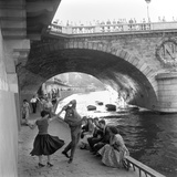 Rock 'n' Roll sur les Quais de Paris Giclee Print by Paul Almasy
