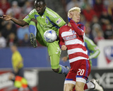 May 16, 2009, Seattle Sounders FC vs FC Dallas - Jhon Kennedy Hurtado Photographic Print by Rick Yeatts