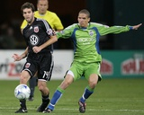 Sep 12, 2009, Seattle Sounders FC vs D.C. United - Osvaldo Alonso Photographic Print by Tony Quinn
