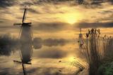 Kinderdijk before Daybreak Fotodruck von  StehliBela-alias-scarbody