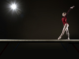 Female Gymnast Balancing on Beam Fotografisk trykk av Mike Harrington