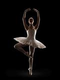 Ballerina in Releve Pose Reproduction photographique par Lewis Mulatero
