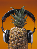 Pineapple Wearing Headphones Reproduction photographique par  PCH