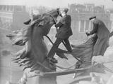 Cleaning Statue Papier Photo par Harry Todd