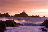 La Corbiere Lighthouse at Sunset, Fotografisk tryk af Brian Lawrence