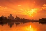 Taj Mahal and Yamuna River at Sunset Reproduction photographique par Adrian Pope