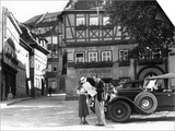 1930s Tourist Couple by Car Looking at Map in Front of Eisenach Lutherhaus Poster