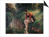 Young Woman Bathing Her Feet in a Brook by Camille Pissarro Posters par Camille Pissarro