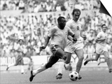 World Cup, Pele of Brazil Races Past a Czechoslovakian Defender Plakat