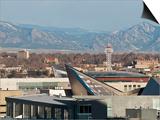 View West to Rocky Mountains over Tops of Denver Buildings, Denver, Colorado, USA Affiches par Trish Drury