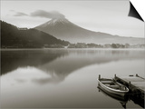 Mt. Fuji and Lake Kawaguchi, Kansai Region, Honshu, Japan Kunstdrucke von Peter Adams