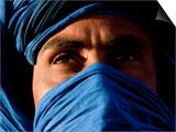 Tuareg Man, Erg Chebbi, Sahara Desert, Morocco Poster von Peter Adams