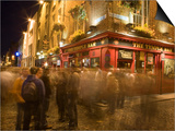 People Walking Past the Temple Bar at Night, Dublin Posters by Holger Leue