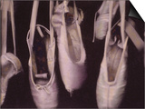 Chaussons de danse usés pendant à une fenêtre Affiches par Jim Kelly