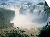 Iguacu (Iguazu) Falls, Border of Brazil and Argentina, South America Poster av G Richardson