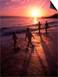 Family Walking on Beach at Dusk, HI Plakater af Mark Gibson