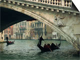 Gondola under the Rialto Bridge on the Grand Canal in Venice, Veneto, Italy Art par Rainford Roy