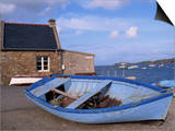 Blue Boat on Shore with the Harbour of Le Fret Behind, Brittany, France, Europe Arte por Thouvenin Guy