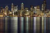 View of Cityscape at Night Lámina fotográfica por Stephen Kacirek