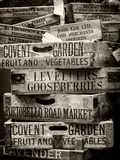 Old Wooden Crates used on Markets in London - Portobello Road Market - Notting Hill - UK - England Reproduction photographique par Philippe Hugonnard