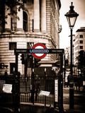 The London Underground Sign - Public Subway - UK - England - United Kingdom - Europe Fotografisk tryk af Philippe Hugonnard