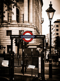 The London Underground Sign - Public Subway - UK - England - United Kingdom - Europe Fotografiskt tryck av Philippe Hugonnard