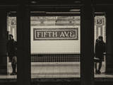 Moment of Life in NYC Subway Station to the Fifth Avenue - Manhattan - New York City Reproduction photographique par Philippe Hugonnard
