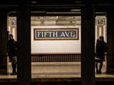 Moment of Life in NYC Subway Station to the Fifth Avenue - Manhattan - New York Lámina fotográfica por Philippe Hugonnard